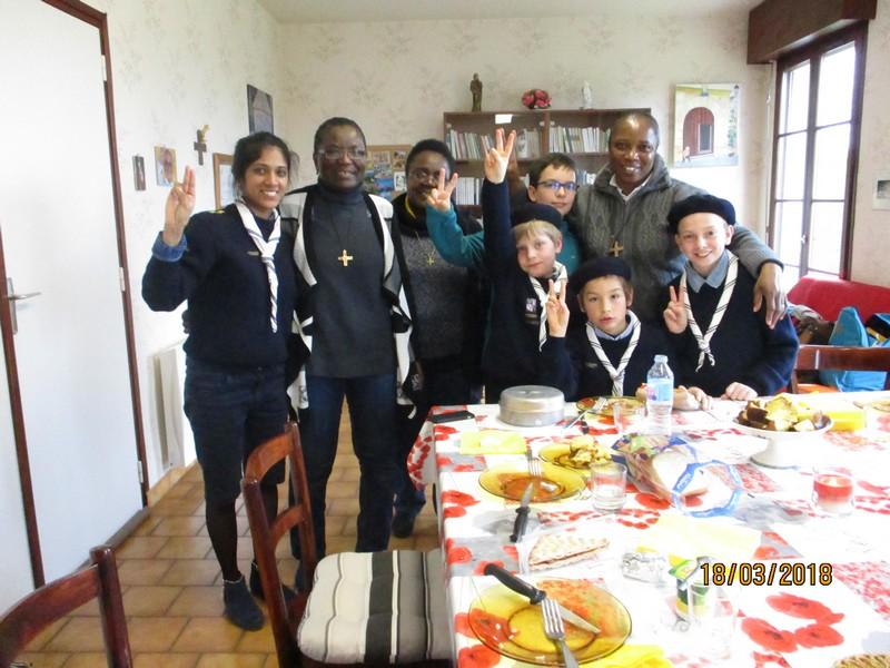 Les Scouts avec les Soeurs
