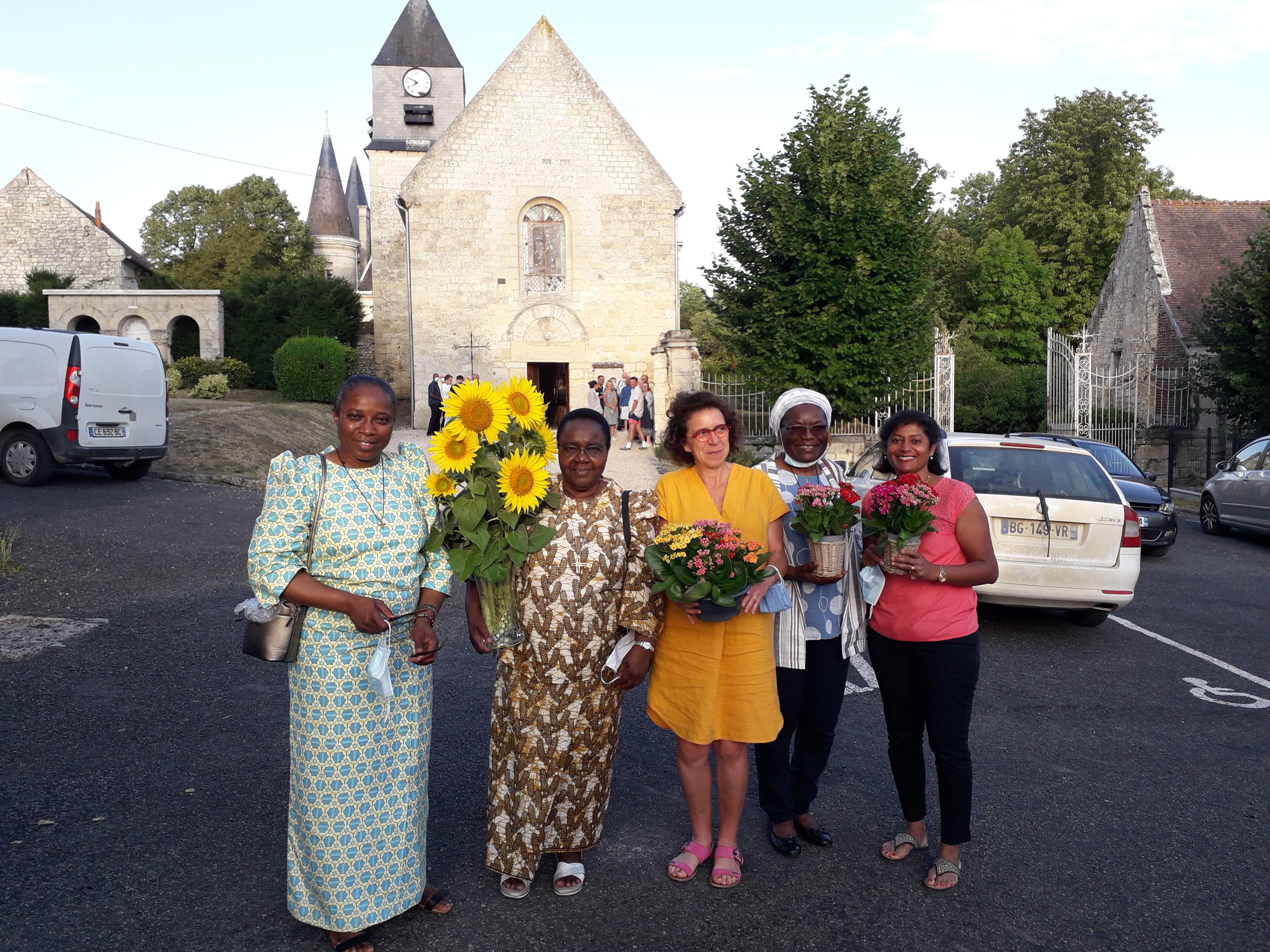 Après-la-bénédiction-de-la-statue-de-Sainte-Julie